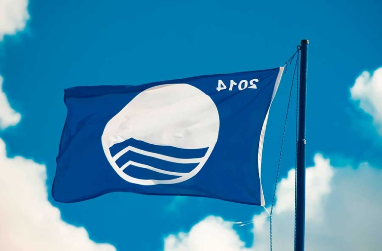 El significado de la bandera azul en las playas de España