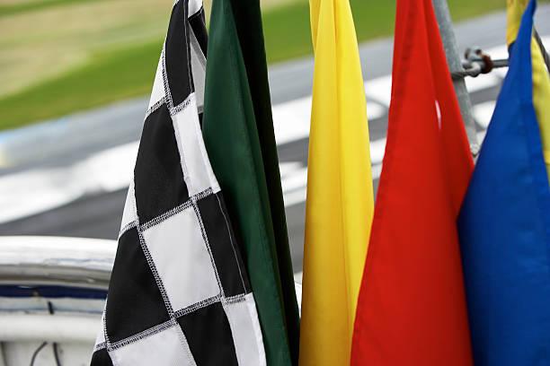 Banderas automovilísticas, ¿conoces cuáles son y para qué sirve cada una?